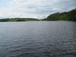 kuvassa aukeaa suomalainen järvimaisema