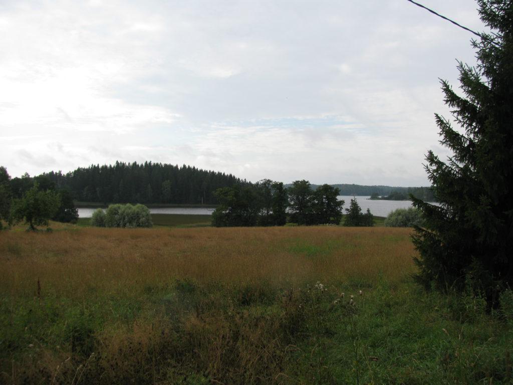 Jalantinjärven maalaismaisemaa.