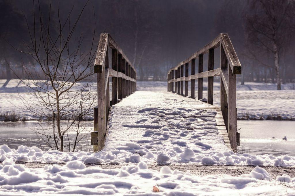 silta vesistön yllä