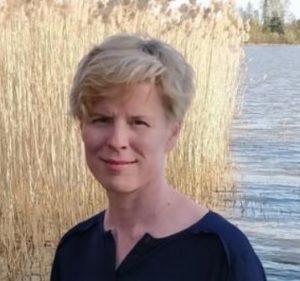 Kuvassa kirjoittaja Minna Hanskin omakuva.