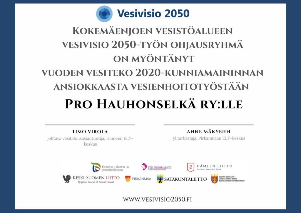 Kuvassa on kunniakirja Vuoden vesiteko-tunnustuksen saajalle Pro Hauhonselkä ry:lle. Allekirjoittaneet ovat Anne Mäkynen ja Timo Virola.